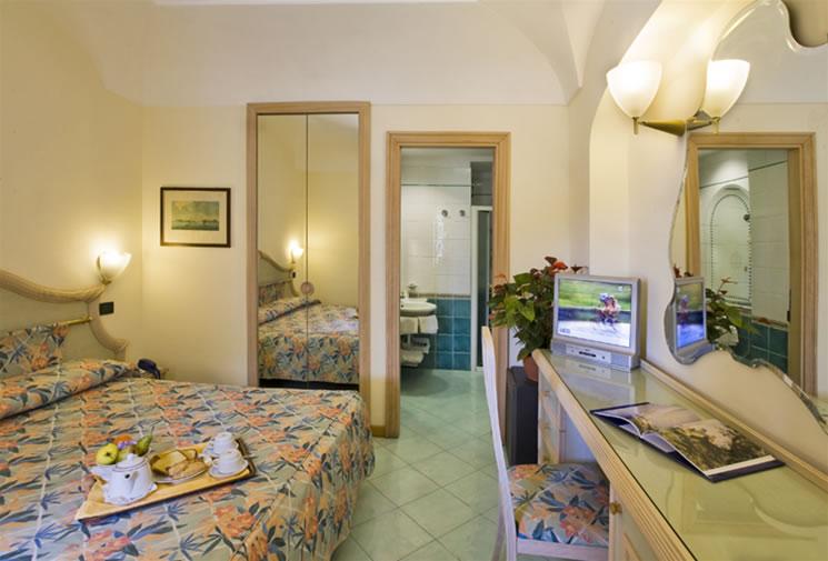 Fotografie hotel terme don pepe lacco ameno raccolta foto hotel terme don pepe lacco ameno - Hotel piscina in camera ...